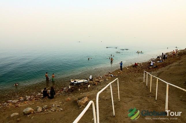 Спуск к воде на пляже Эйн-Геди