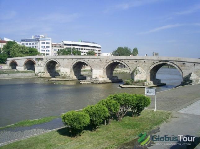 каменный мост через реку Вардер в Скопье.
