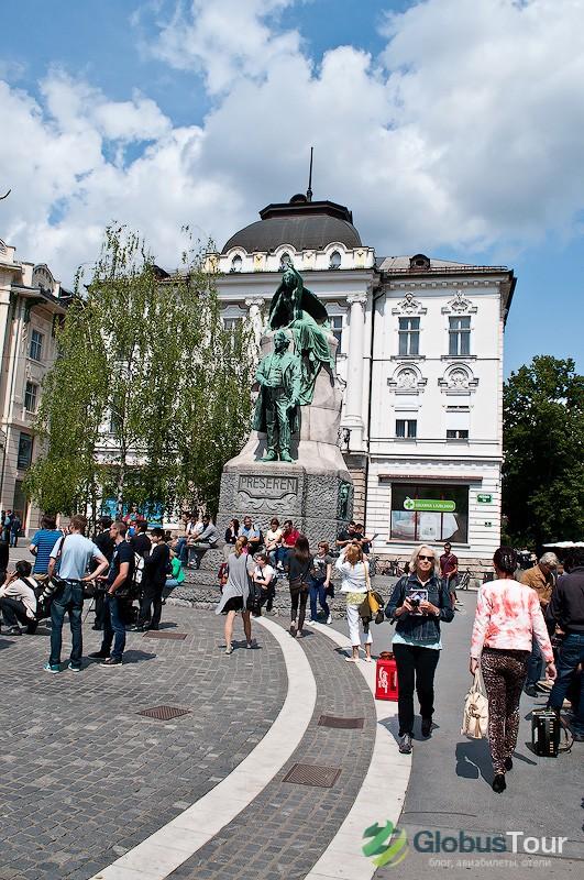 Площадь Прешерна и памятник Францу Прешерну