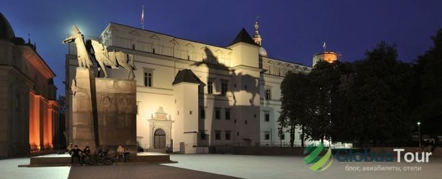 Дворце правителей Великого Княжества Литовского и памятник князю Гедимину