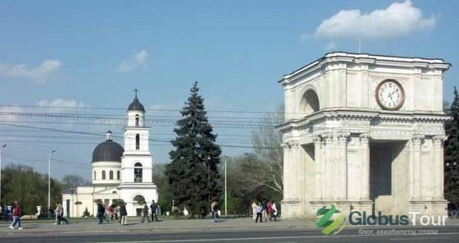 Собор Рождества Христова и Триумфальная арка в Кишиневе