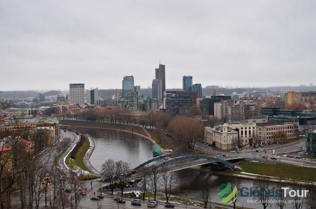 Вид на современный Вильнюс с Замковой горы.