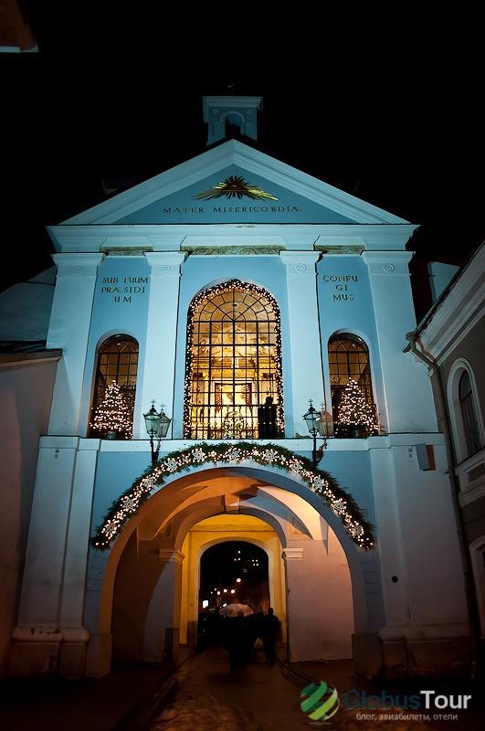 Ворота Аушрос (вид со стороны старого города) и Остробрамская икона Божией Матери